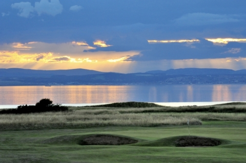 Gullane No1. 3rd green with Firth of Forth